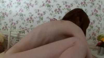 Азиатка с волосатой пиздой раздвинула ноги