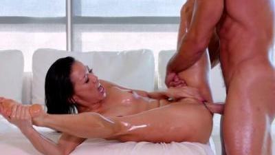 Сделала массаж приятной дыркой