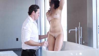 Мужчина доводит свою любимую девушку до оргазма