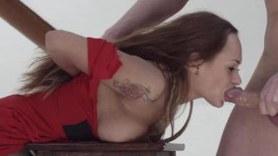 Русский натурщик жестко ебет сексуальную художницу